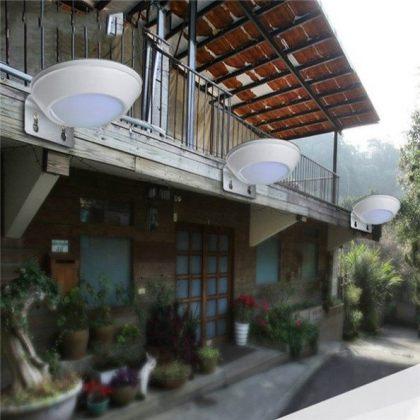 Outdoor 16 LED Solar lamp with Radar Motion Sensor in Aluminium body