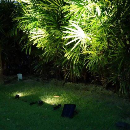 Twin 6W LED Solar Landscape Garden Spotlight for Outdoor Decoration